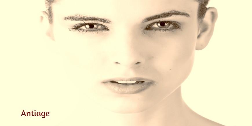Crema viso efficace nel rallentare  il processo di invecchiamento cutaneo aumentando il turgore e l'elasticità della pelle, mantenendo quell'idratazione che è tipica della gioventù.